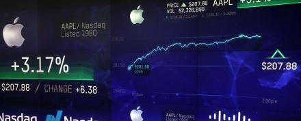 APPLE-STOCKS-TRILLION